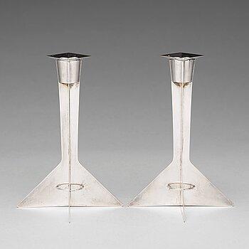 172. Hubert Hydman, a pair of sterling candlesticks, Stockholm 1988.