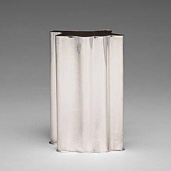 170. Kristian Nilsson, a sterling silver vase, Stockholm 1978.