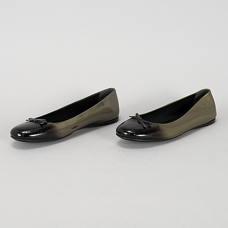 A pair of ballerina shoes, size 39.