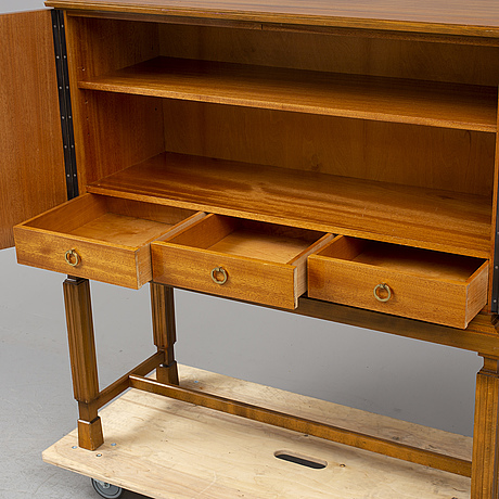 A 1930s/1940s cabinet.