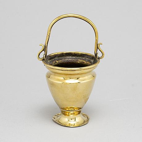 VigvattenskÅl, mässing, england, 1700-tal.