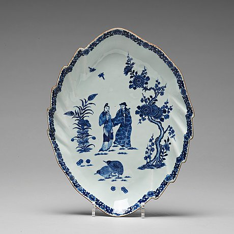 A leaf shaped serving dish, qing dynasty, qianlong (1736-95).