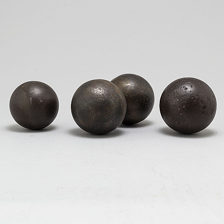 Kulor, 4 st, järn, 1800-tal.