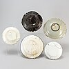 Five faiance plates/dishes, 18th century.