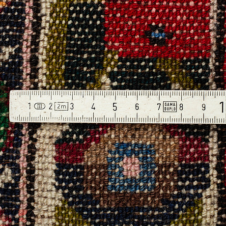 Matta, bakthari, ca 313 x 126 cm.