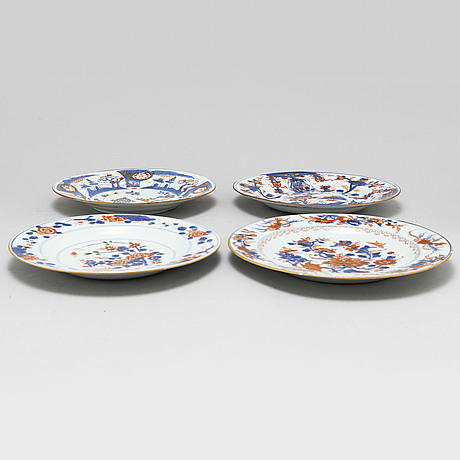 A set of eight odd imari dinner plates, qing dynasty, 18th century.