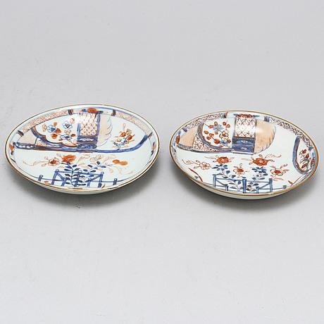 Koppar, tre stycken, fat, två stycken, porslin. qingdynastin, 1700-tal.