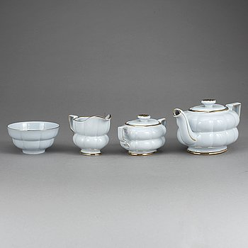 "A tea set ""Grand"" by Arthur Percy for Gefle /Upsala-Ekeby porcelain factory. 15 pieces. Designed in 1930."