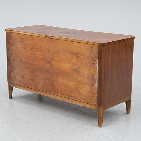 A 1940's mahogany chest of drawers.