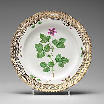 "371. A set of six Royal Copenhagen ""Flora Danica"" dessert dishes, Denmark, mid 20th Century."