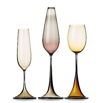 "4. Nils Landberg, a set of three ""Tulip"" glass vases, Orrefors Expo."