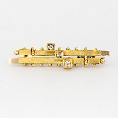 Old-cut diamond brooch.