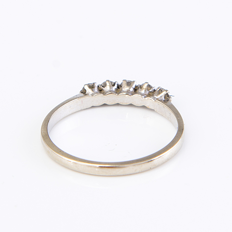 An 18k white gold ring with five small brilliant cut dimonds, total c. 0.30ct.