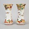 Vaser, ett par, porslin. japan, meiji (1868-1912).
