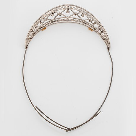 A platinum tiara set with old- and rose-cut diamonds with a total weight of ca 8.00 cts.