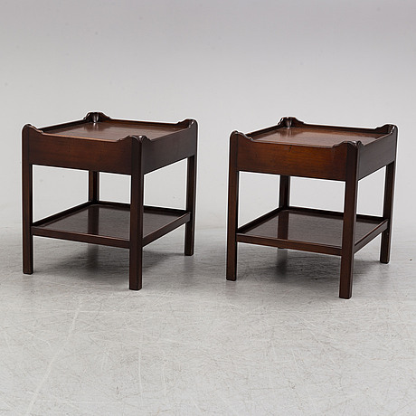 A pair of mahogany tables, second half of the 20th century.