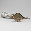 Jd schleissner & söhne, dryckeshorn med lock, silver, hanau kring sekelskiftet 1900.