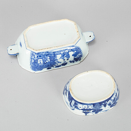Two odd blue and white butter tureens, qing dynasty, qianlong (1736-95).
