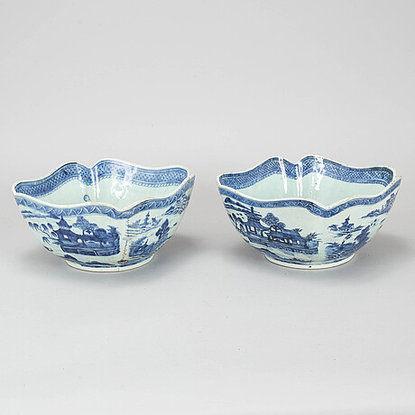 A blue and white saladiere, qing dynasty, qianlong (1736-95).