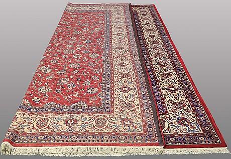 A carpet, sarouk, ca 413 x 307 cm.