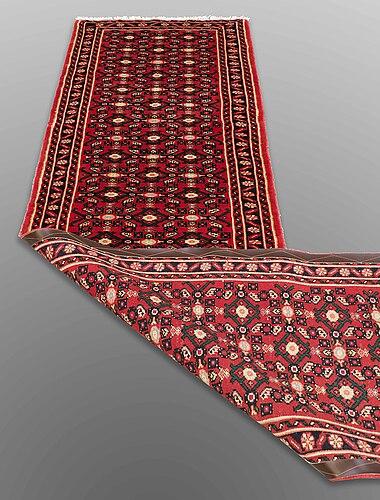 Gallerimatta, hosenabad, ca 298 x 78 cm.