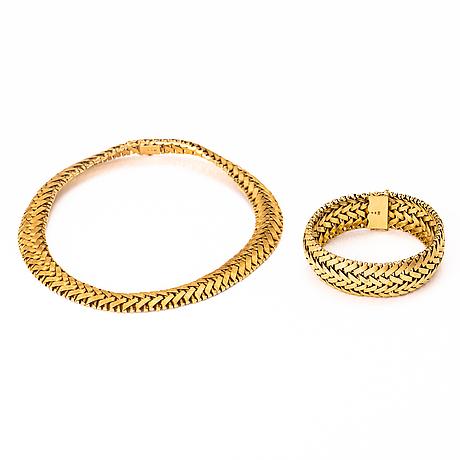 An 18k gold bracelet and necklace.