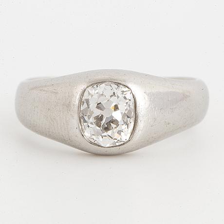 Old-cut diamond lord ring.