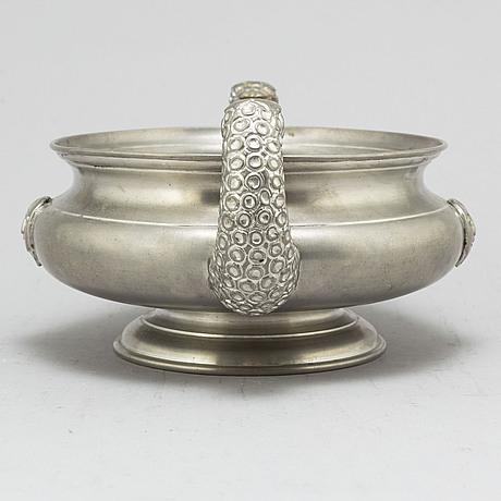 Anna petrus, a pewter bowl, firma svenskt tenn. stockholm 1927.
