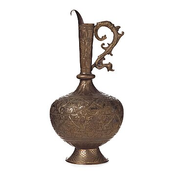 288. A ROYAL JUG, brass, India second half of the 19th century, height ca 39,5 cm.