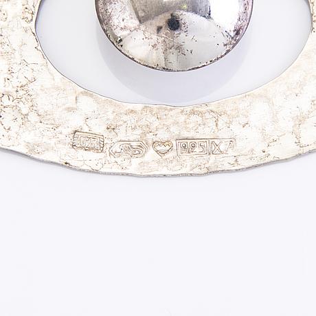 A pair of earrings by tapio wirkkala. sterling silver, kultakeskus hämeenlinna, 1975.