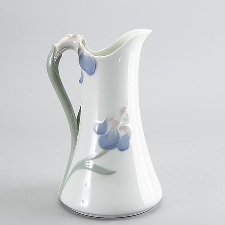 """Alf wallander, kanna """"iris"""", rörstrand,1900-talets början."""