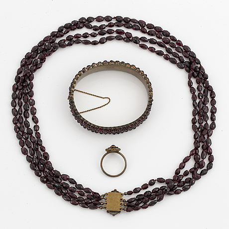 Faceted garnet bead necklace, bracelet and ring with garnets.