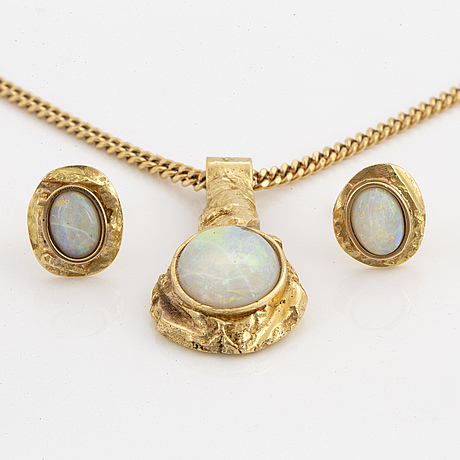 Opal earrings and necklace.