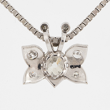 An 18k white gold pendant set with old- and eight-cut diamonds.