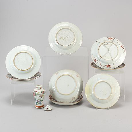 Kompaniporslin, 9 delar, skålfat, urna med lock, samt tallrikar, qingdynastin, qianlong (1736-95).