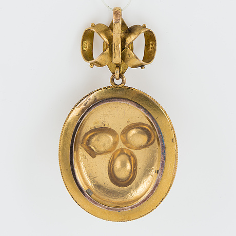 14k gold locket pendant with yellow faceted stones.