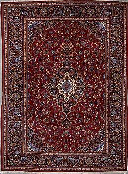 A CARPET, Kashan, ca 353 x 270 cm.