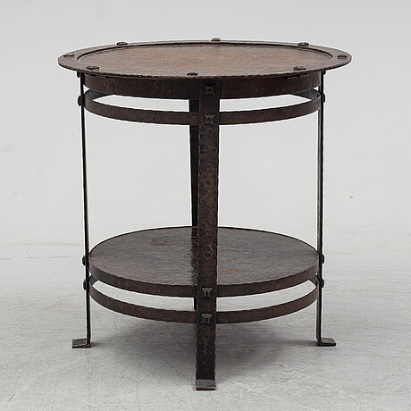 An early 20th century coffee table.