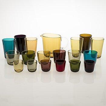 KAJ FRANCK, A set with a glass decanter and 18 glasses.