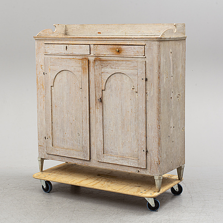 Cupboard, first half of the 19th century.