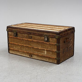 LOUIS VUITTON, a French travel trunk, late 19th Century.