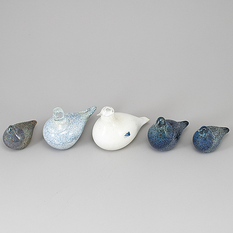 Five finnish glass birds. one by oiva toikka, nuutajärvi notsjö.