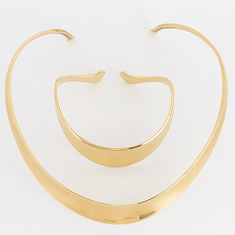 18k gold necklace and bracelet.