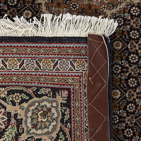 Matta täbriz part silk ca 197 x 150 cm.