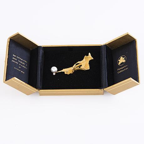 BjÖrn weckstrÖm, a 14k gold brooch with two pearls. lapponia 1969.