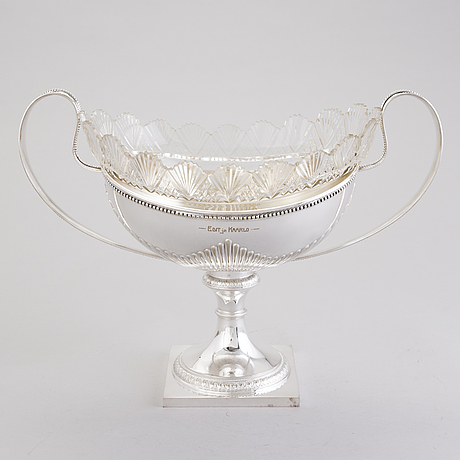 A fruit bowl in new silver with a cut glass interior, finlands guldsmeds ab, turku first half of the 20th century.