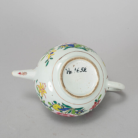 Tekanna med lock, kompaniporslin. qingdynastin, qianlong (1736-95).