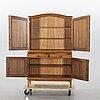 """Svante skogh, skåp """"vindö"""" möbelfabriken balder, vaggeryd 1900-talets senare del."""