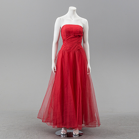 A tuille evening gown, circa 1955.