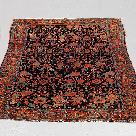 A semi-antique hamadan rug, ca 140 x 101 cm.